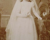 Antique Photograph CDV - Girl in Confirmation / Communion Gown (J.J. Desmedt, Brussels, Belgium)