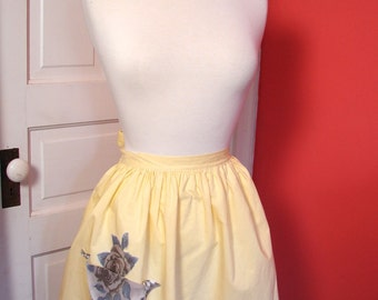 Vintage 50s Apron , Yellow Cotton 50s Apron with Rose Pocket - on sale