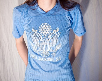 1980's Fort Jackson, SC - E pluribus unum - nylon mesh athletic sports jersey tourist vacation destination t-shirt - women's sz XS/YL