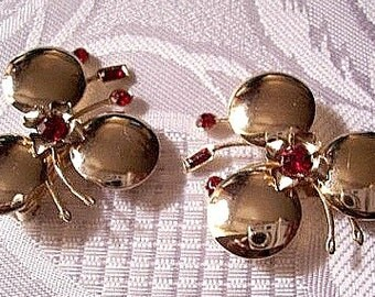Red Flower Clip On Earrings Gold Tone Vintage Baguette Stones Round Discs Petals
