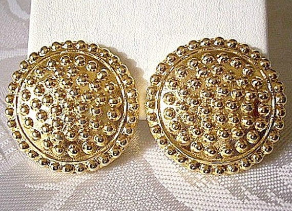 Raised Round Nail Head Clip On Earrings Gold Tone Vintage Large Raised Rim Lined Domed Thick Disc Buttons