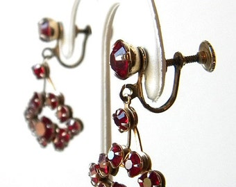 Dainty Dangling 40s Vintage Ruby Red Rhinestone Earrings