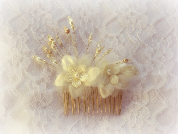 Bridal Hair Comb - Ivory Hair Accessories - Pearls and Crystals Flower Headpiece