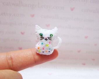 Felt Miniature - Felted Miniature kitten - Felted kitten - colorful dots kitten felted miniature - kitten miniature - tiny kitten