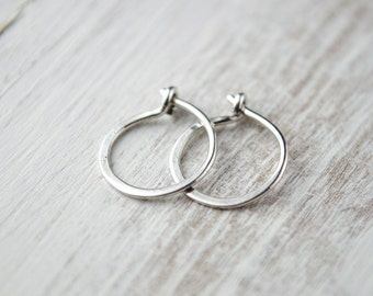 Tiny Sterling Silver Hoop Earrings, Shiny Silver, Hammered Silver Hoops, Classic Silver Hoops, Silver Wire, Minimalist, Modern Jewelry,EA001