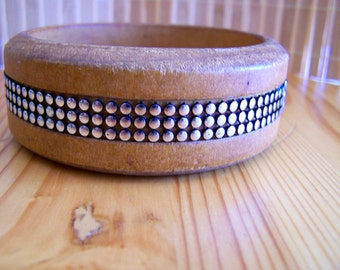 Vintage 70's Wood Bangle in a Silver Bead Ribbon Inlay Unisex bracelet