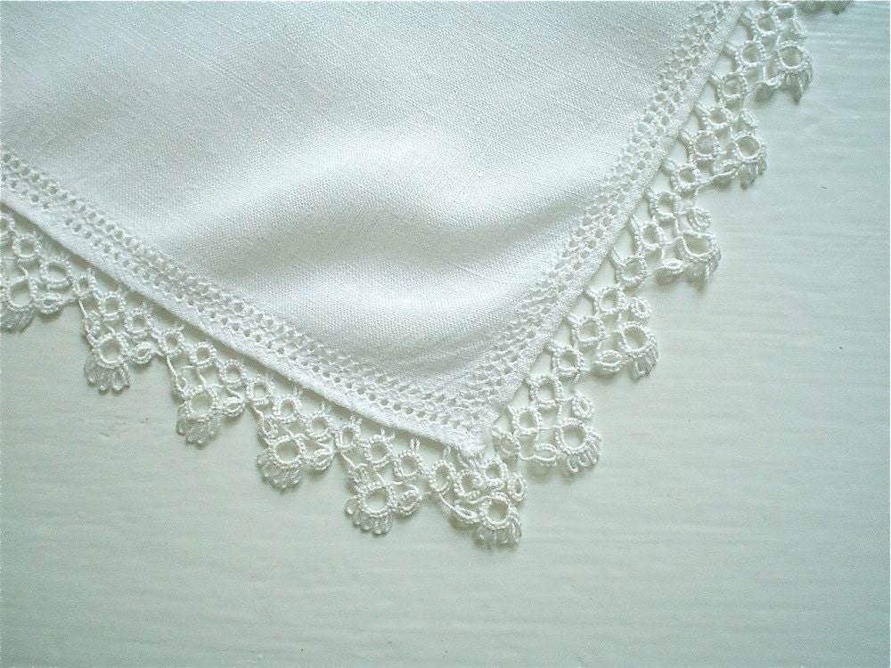 Linen Hankie With Tatted Lace Trim Vintage Handkerchief