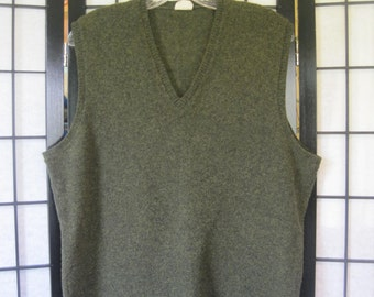 Vintage Sweater vest Wool Vest Lambswool by Highland from Australia Olive Green 42 44 46 M Unisex Wool Pullover V Neck