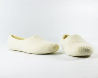 Custom color wool slippers / house shoes