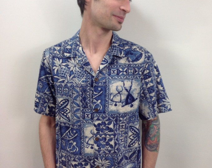 1980's Blue & White Barkcloth Hawaiian Shirt // Hawaiian Wear // Tiki Shirt // Retro Beach Shirt // Hawaiian Printed Shirt