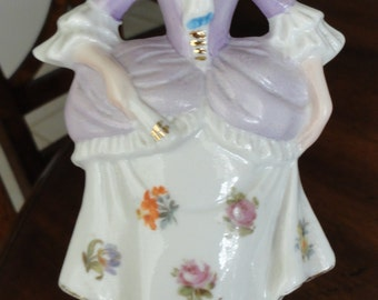 978)  Vintage Porcelain Lady Figure for a table lamp