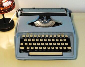 Vintage Manual Typewriter Remington Idool Baby Blue color with case  Working Typewriter