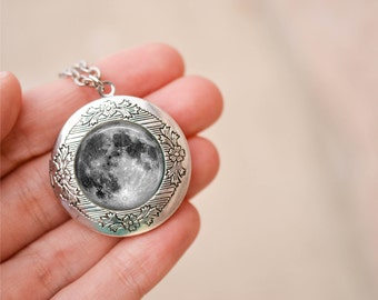 Full Moon Locket Necklace,  Antique Silver Long Chain Locket, Full Moon Necklace, Boho Necklace, Memento Necklace, Photo Locket