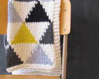Knitting Pattern / Triangle Baby Blanket