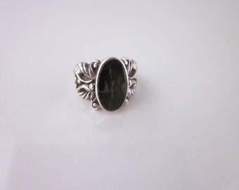Vintage Sterling Silver Black Oynx Engraved Ring Size 6.25