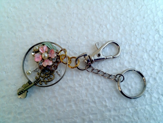 enamel flower Optical lens Key chain pink pearl cluster charm unique fashion accessory unusual monocle eye doctor gift pendant clip ornament