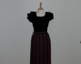 A classic 1950s tartan vintage pencil skirt in purple, navy & green stripes throughout