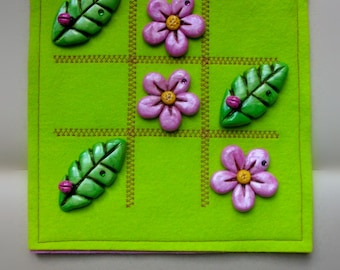 Flower and Leaves Tic Tac Toe with pure wool felt pouch and polymer clay pieces. Pink and green.
