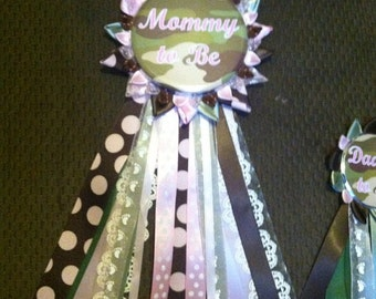 Camo Mommy to be Button