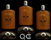 Glass hip flasks. Leather sleeve with skull design. -  Día de los Muertos - Day of the Dead