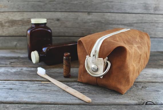 Le Jack Dopp Kit / / Caramel brun ciré toile extensible Dopp Kit / sac de voyage / sac de toilette / cosmétiques pochette avec doublure dans les poches