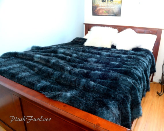 wolf wolverine fausse fourrure couvre lit king par plushfurever. Black Bedroom Furniture Sets. Home Design Ideas