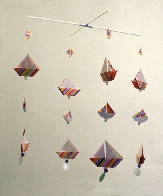 origami voile bateaux mobile sur un cintre de croix. Black Bedroom Furniture Sets. Home Design Ideas