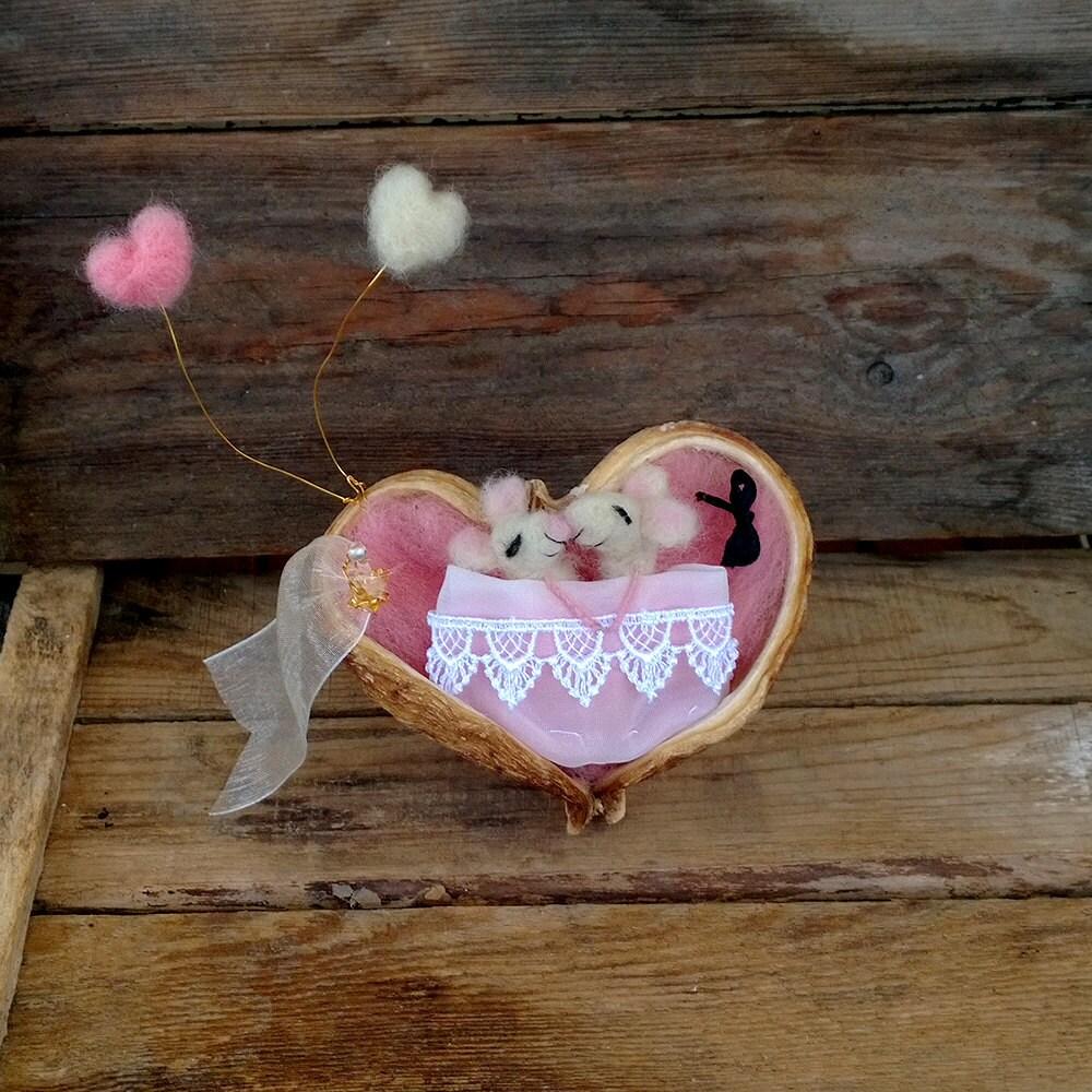 valentinstag kuchen topper m use bett miniatur schlafende maus. Black Bedroom Furniture Sets. Home Design Ideas