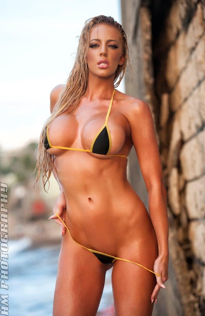 Kelly Diamond Xxx is revealing her tiny tits in a sexy bikini  1295691