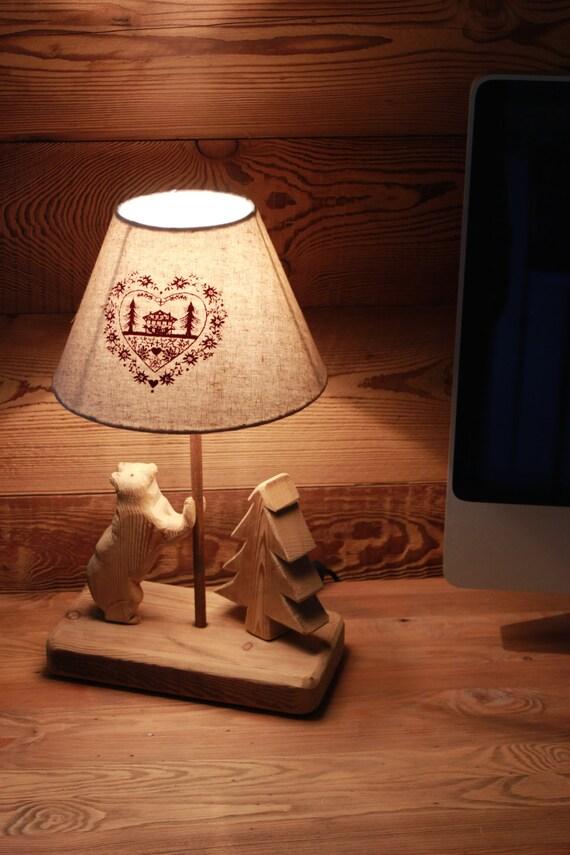 Lampada da tavolo in legno larice bio con orso appoggiato - Lampada da tavolo legno ...