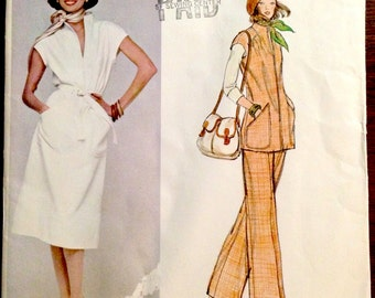 Vogue American Designer 1241 - 1970s Loose Fitting Dress with Stand Up Collar or Tunic with Wide Leg Pants - Size 10