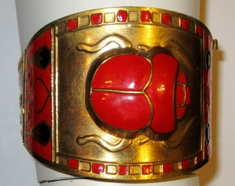 Extraordinary Art Deco Scarab Cuff in Red and Black Enamel on Gold-Tone Metal