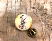 Mad Hatter portrait pin - Alice in Wonderland lapel pin tie tack - Quirky birthday gift - Vintage style Bronze round badge - Lewis Carroll