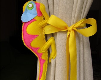 Animal curtain tieback Girls room decor Chameleon curtain holdback - MADE TO ORDER