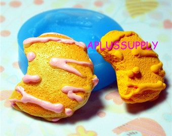 QYL035Bitten Cookie Biscuit Flexible Silicone Mold Miniature Food, Sweets, Jewelry, Charms (Clay Fimo Sculpey Resin Fondant)