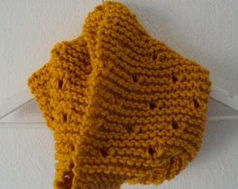 Round scarf from wool