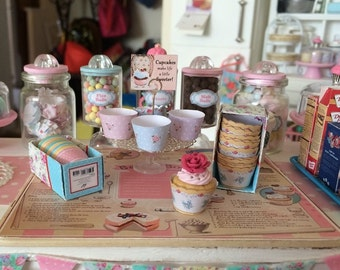 CUPCAKE WRAPPERS & BOX - Choose 1/12 or 1:6 Scale Miniature