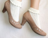 Woman short socks, embellished with an elegant crochet bordure, realized with undyed natural yarn