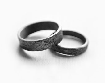 ripples - couple rings // promise rings // promise ring set // couple jewelry // nature inspired engagement rings //