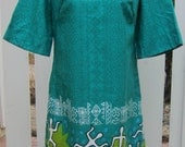 1960s Hawaiian Dress in Teal Cotton Barkcloth with Polynesian Print in White, Black, and Lime Green by Sears Hawaiian Fashions, Size 14
