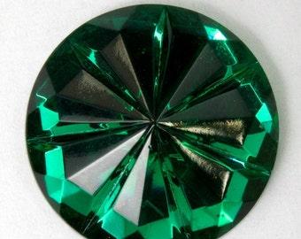 18mm Emerald Seven Petal Cabochon #2245