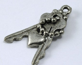 20mm Antique Pewter Keys with Chain and Heart Charm #KEY017