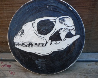 Stoneware Iguana skull Trivet