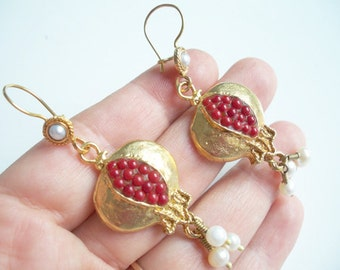 Flat Coral Pomegranate earring