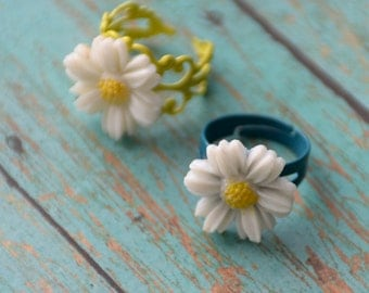 Daisy Ring, Flower Ring, Floral Ring, Ladies Teens Girls Gift, Mid-Century Japanese Daisy Cabochon Ring, Adjustable floral Ring, Flower ring