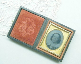 Antique photo,  Miniature photo,  Daguerreotype photo,  old photograph,  Picture Frame, heirloom frame