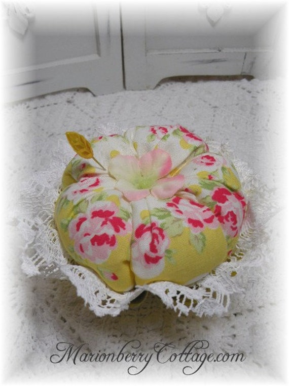 Retro  pink roses on yellow vintage jello mold Pin/Jewelry Keep ECS svfteam rdtt