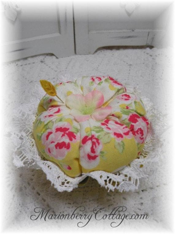 Retro  pink roses on yellow vintage jello mold Pin/Jewelry Keep ECS svfteam rdtt