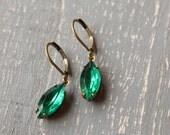 Bright Emerald Green Rhinestone Earrings, Vintage Glass Earrings May Birthstone  Brass Drop Earrings Estate Style Jewelry Wedding Jewelry