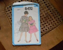 Vintage Simplicity Girls Pullover Dress Pattern #8432 Uncut Size 10 1978